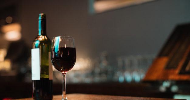 Alta no consumo de bebidas gera falta de garrafas para indústria