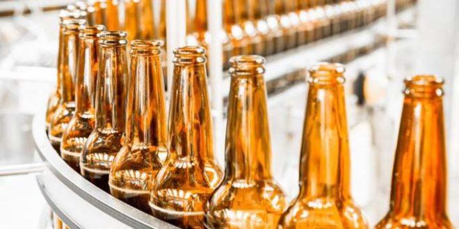 Como a alta demanda na produção de vidro tem afetado o mercado de bebidas?